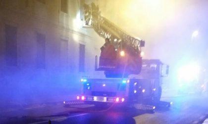 A fuoco edificio abbandonato in centro a Monza: colpa dei senza fissa dimora?