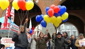 Abolire i voucher: anche a Monza i palloncini della Cgil hanno preso il volo