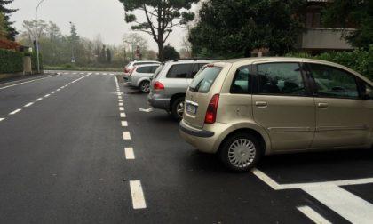 Arcore: parcheggi troppo corti, i pedoni non ci passano