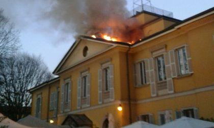 """Befana """"infuocata"""", incendio in centro a Sesto durante il corteo"""