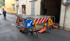 Besana, voragine in via Santa Caterina: strada chiusa al traffico