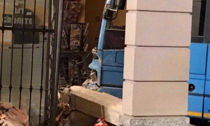Busnago: bus di linea piomba in un bar. Undici feriti