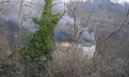 Carate Brianza, a fuoco l'ex Bernini