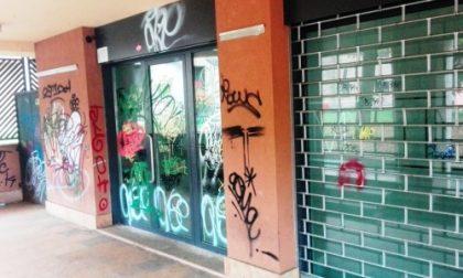 Carate, vandali devastano il centro la notte di Halloween