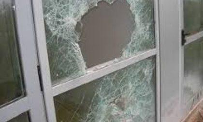 Desio – Baby vandali rompono il vetro di una falegnameria