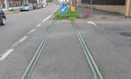 Desio – I binari del vecchio tram colpiscono ancora: tre incidenti in tre giorni