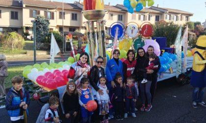 Festa del ringraziamento, i carri dei rioni sfilano a Tregasio di Triuggio