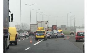Giussano, si ribalta camion sulla Valassina, traffico in tilt