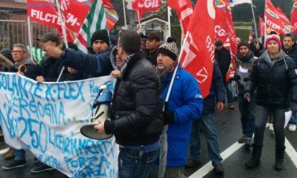 I lavoratori della KFlex di Roncello bloccano laSp2