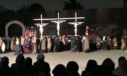 Agrate: pienone alla Passione di Cristo (2 VIDEO)