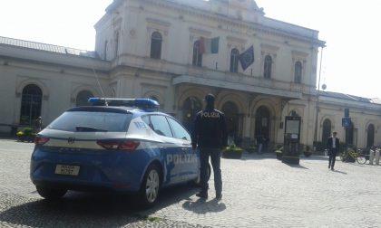 Monza, aggredito e rapinato da due conoscenti in zona stazione