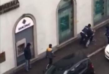 Lascia il figlio in auto al freddo un'ora, poi dà di matto coi vigili a Monza (VIDEO)