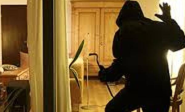 Limbiate furto in abitazione i ladri fuggono con due for 3 box auto con abitazione