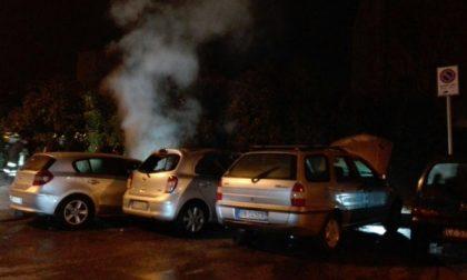 Lissone, tre auto in fiamme in via Petrarca