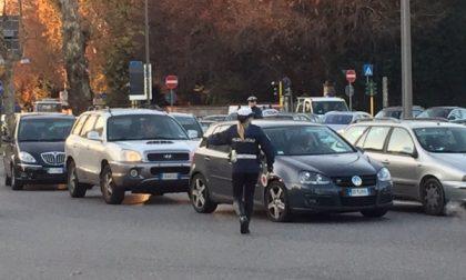 Monza – Traffico bloccato per la rimozione del rimorchio di un autoarticolato in piazzale Virgilio