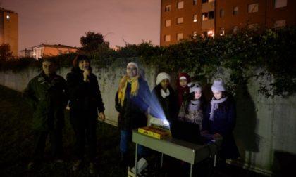 Monza, luci accese per la solidarietà in via Silva