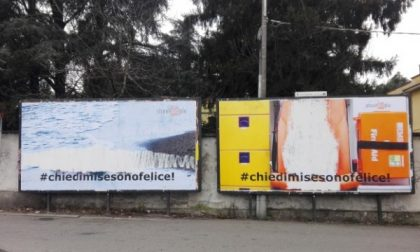 Monza, manifesti shock coi bimbi: l'artista li oscura per protesta