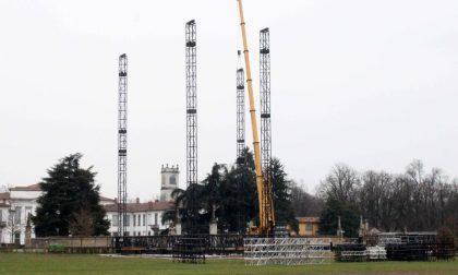 Nel Parco prende forma il palco di Bergoglio