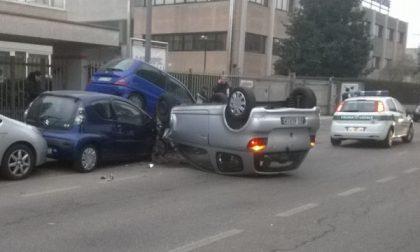 Nova Milanese – Perde il controllo  e fa strike contro le auto parcheggiate
