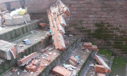 Seregno: con i petardi fanno crollare un muro