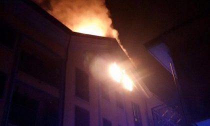 Spaventoso incendio: inferno a Roncello