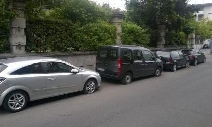 Seregno, vandali scatenati contro le auto in sosta