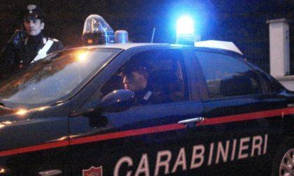 Varedo, droga e due machete in auto, arrestato spacciatore