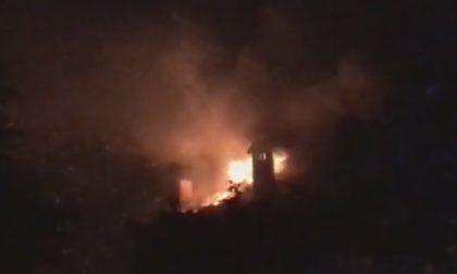 Vento e fiamme: dodici famiglie evacuate a Burago Molgora (VIDEO)