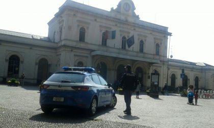 Stranieri distruggono auto in stazione