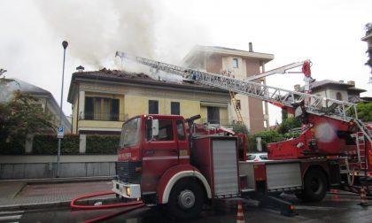Seregno: incendio distrugge il tetto di una villa