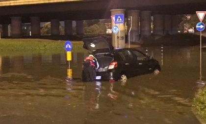 Nubifragio in Brianza: strade allagate, macchine bloccate nell'acqua