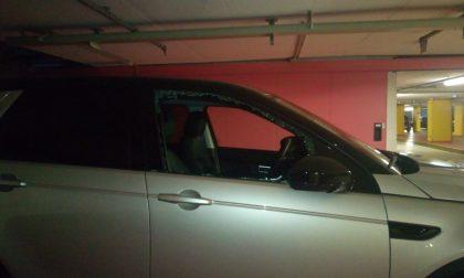 Monza: vandalizza tredici auto con l'estintore