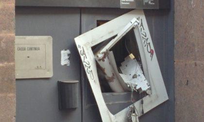 Vimercate: ladri in piazza Roma, esplode bancomat VIDEO