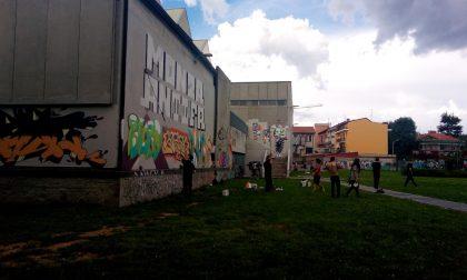 Monza, i writers ridipingono il muro del Nei