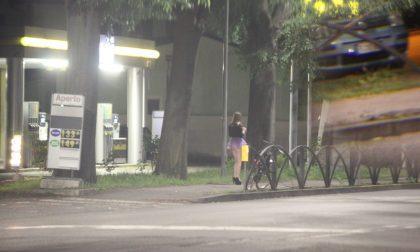 Monza, poliziotto fuori servizio scaccia le prostitute