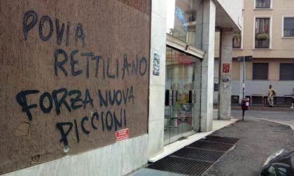 Povia a Monza, sui muri del Manzoni il benvenuto