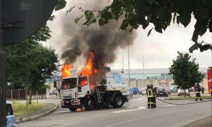 Camion a fuoco: paura questa mattina a Trezzo FOTO