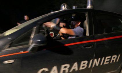 Ladri maldestri danneggiano vestiti: arrestati