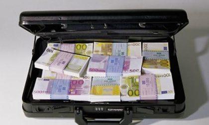 Si fa soffiare una valigetta con 200mila euro in un bar di via Borgazzi