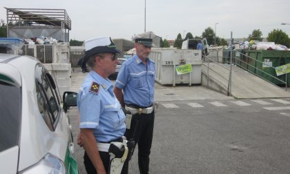 Seregno: discarica abusiva davanti alla ditta, arriva la Polizia locale