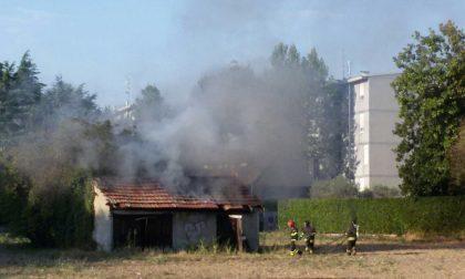 Sirene di notte: incendio in via Bassi a Monza