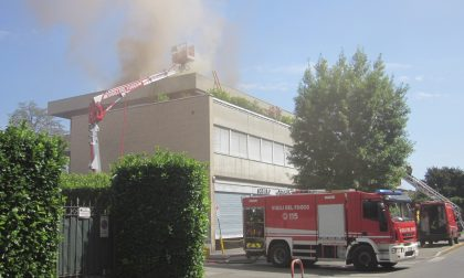 Seregno, incendio sul tetto del Centro tessile di via Verdi VIDEO