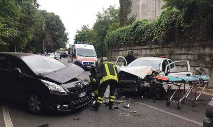 Monza, via Toniolo: grave frontale tra due auto
