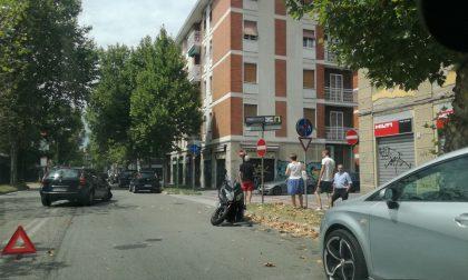 Monza, incidente tra auto e moto in via Foscolo