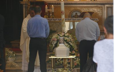 Morte in culla, i funerali a Sant'Albino: ciao, piccola Amata
