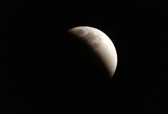 Eclissi di Luna in arrivo, domani tutti col naso all'insù