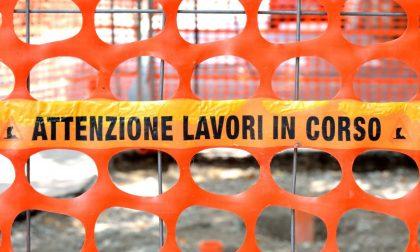 Lavori in corso a Carate, via Romagnosi off limits