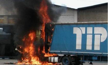 Si incendia un Tir, paura a Trezzo sull'Adda