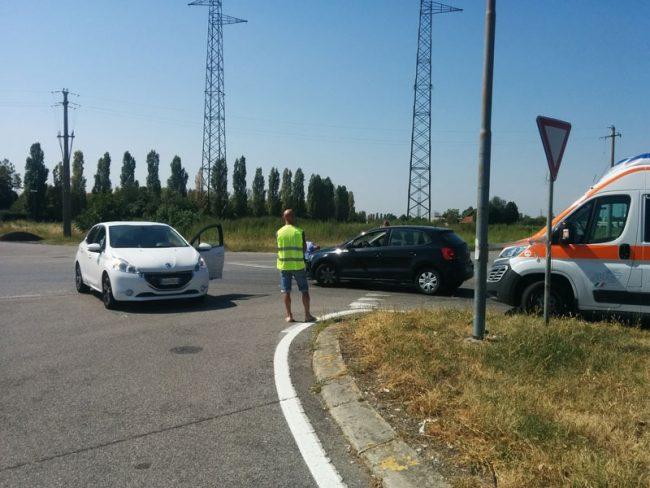 Vimercate Incidente In Via S M Molgora Donna Incinta In