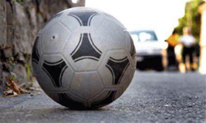 Lissone: 12enne colpito da un'auto mentre rincorre un pallone